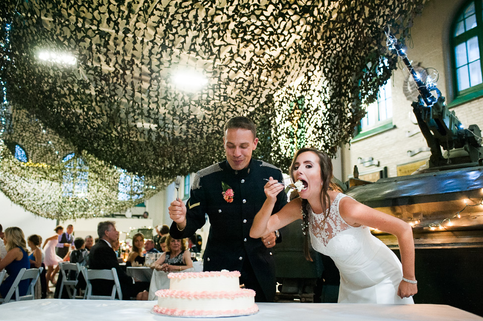Vancouver-military-wedding-cakecutting