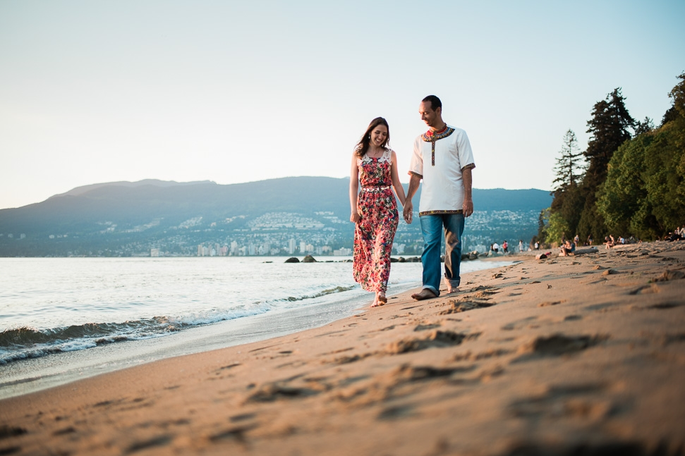 beach-couple-photos-vancouver