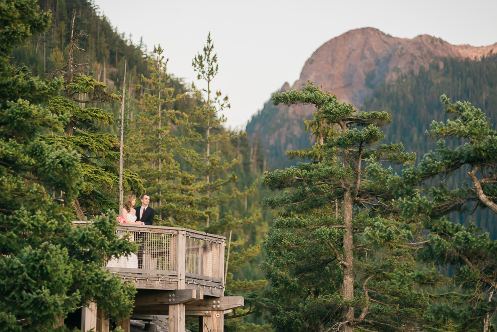 wedding-couple-in-squamish