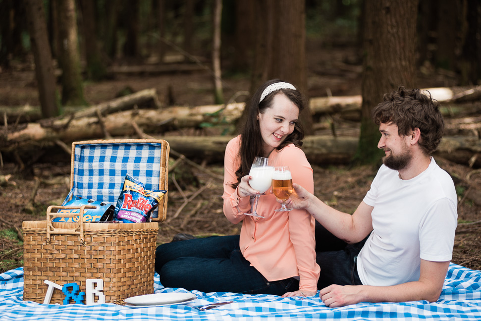 forest-picnic-engagement-shoot