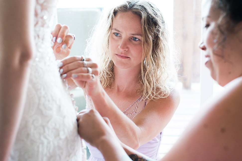 sunshine-coast-bride-getting-ready