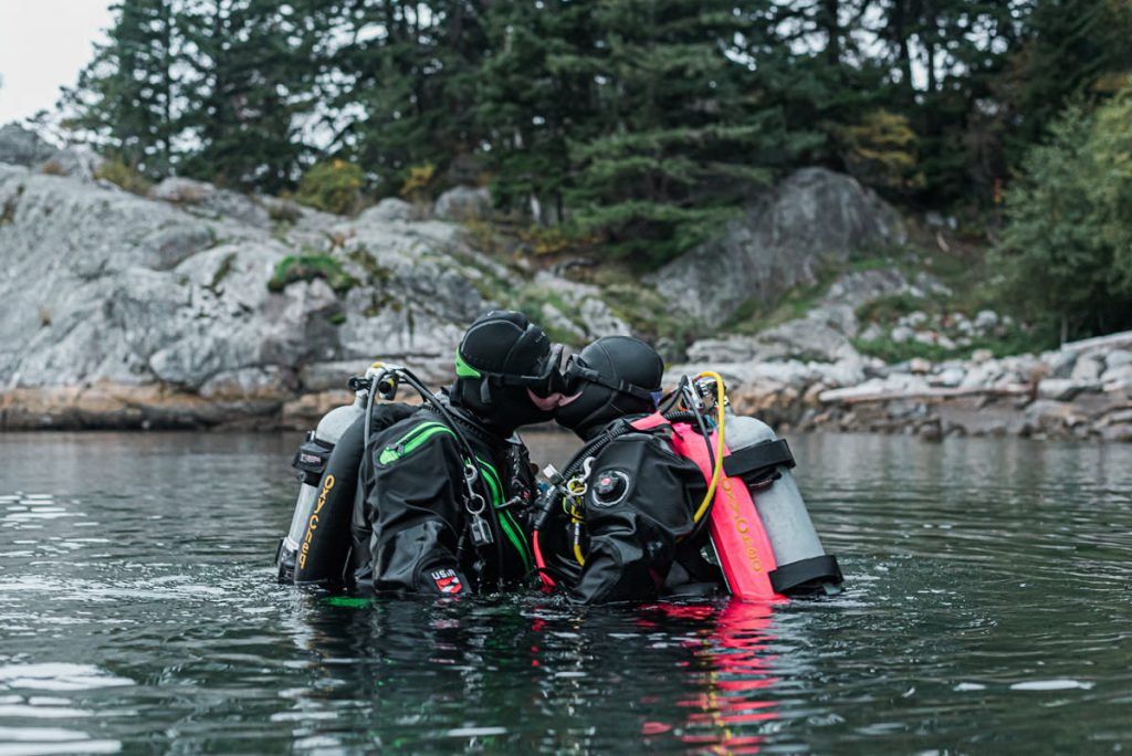 divers in love in Whytecliff Park