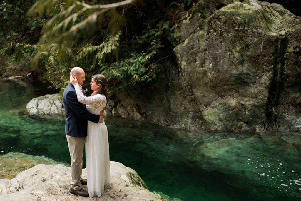 blue water elopement photos